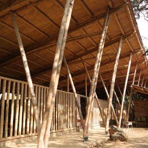 Construcción en guadua Aula Amarilla.